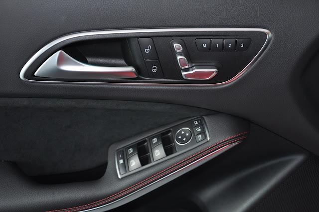 Ghế lái Mercedes A250 chỉnh điên, gập gương tự động
