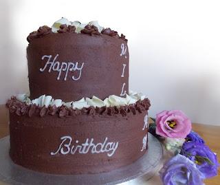 kue ulang tahun coklat tingkat