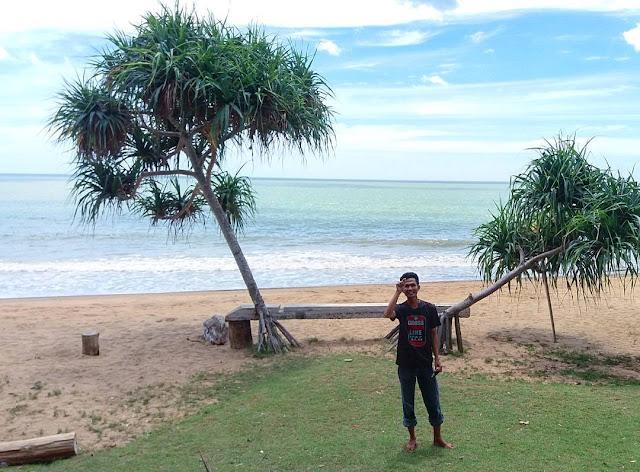 pemandangan pantai tukri di kalimantan selatan