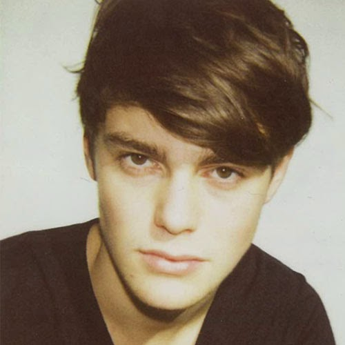 Angular Fringe Hairstyle For Round Face Mens