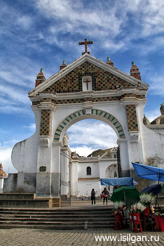 Bazilika-Bogomateri-Kandelarija-Kopakabana-Basilica-of-Our-Lady-of-Copacabana-Bolivia