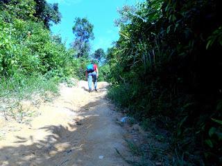 Siapkan fisik dan stamina agar bisa mencapai batu dinding Borneo