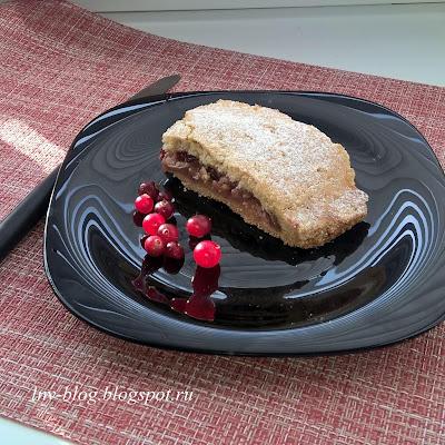 Пирог из песочного теста с яблочно-фруктовой начинкой