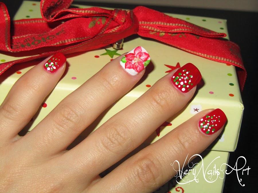 Decoracion de uñas flor de pascua