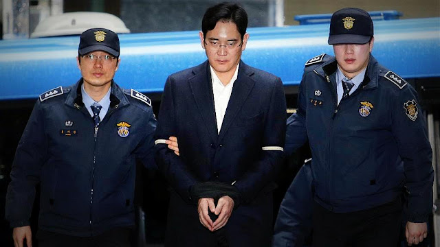 Seúl: Condenaron a cinco años de cárcel por corrupción al heredero de #Samsung