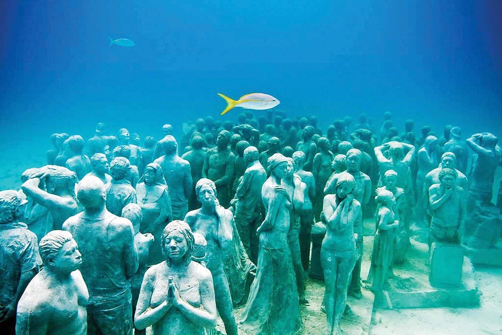 Музей под водой в Мексике