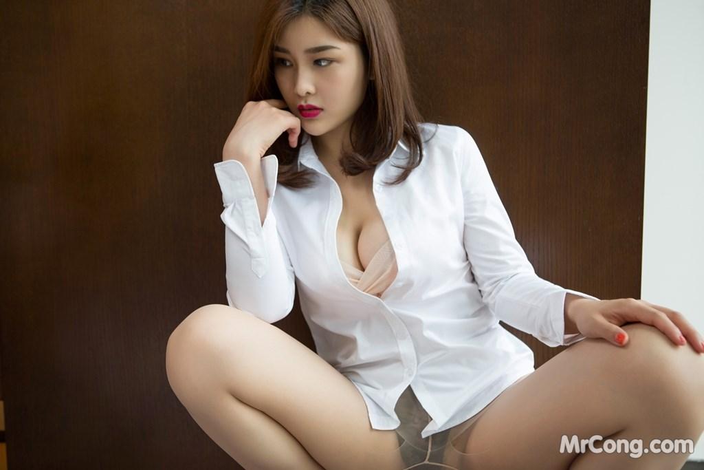 Image Yan-Pan-Pan-Part-4-MrCong.com-008 in post Người đẹp Yan Pan Pan (闫盼盼) hờ hững khoe vòng một trên giường ngủ (40 ảnh)
