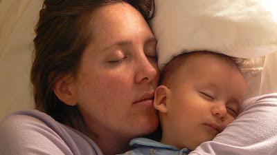 ¿Es bueno dormir con el bebé? Colecho seguro