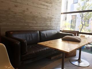 本館1Fロビーのソファ