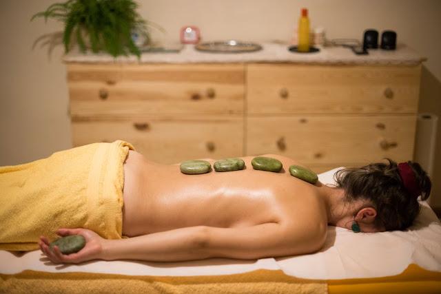 Masaj cu pietre de Jad calde. Detoxifiere naturală. Florin Chindea, maseur autorizat Timişoara