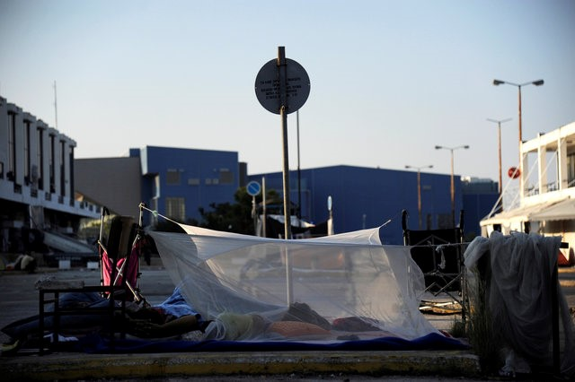 A makeshift tent at the camp outside the disused Hellenikon airport, where stranded refugees and migrants are temporarily accommodated in Athens, Greece, August 10, 2016. REUTERS/Michalis Karagiannis
