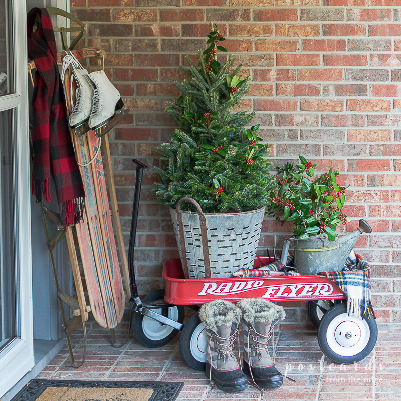 Simple christmas front porch decorating ideas postcards for Easy front porch christmas decorations