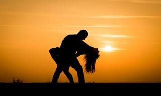 صورة عن الحب: رومانسية مع غروب الشمس