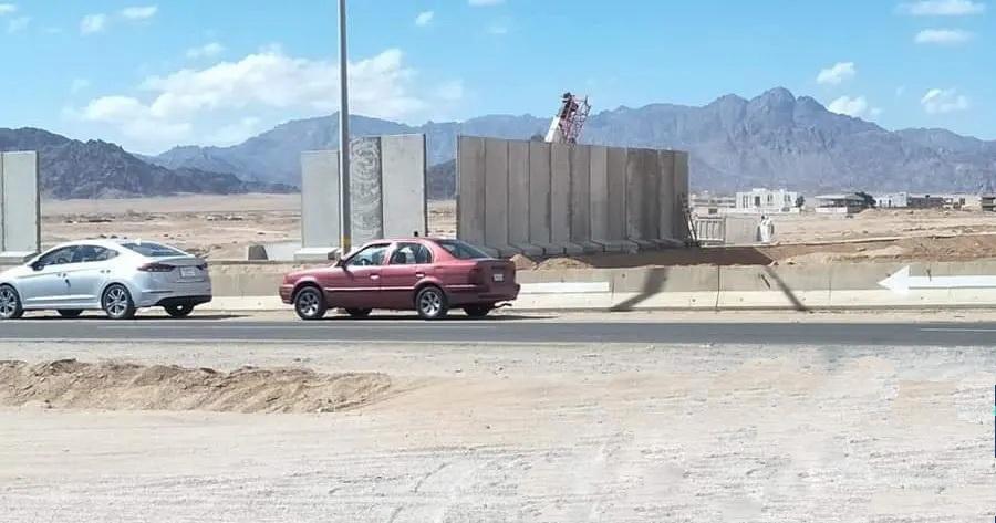 Странное сооружение посреди пустыни раздражает людей