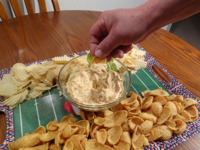 Digging into the Chickin' Chicken Blue Cheese Dip #NaturallyFresh