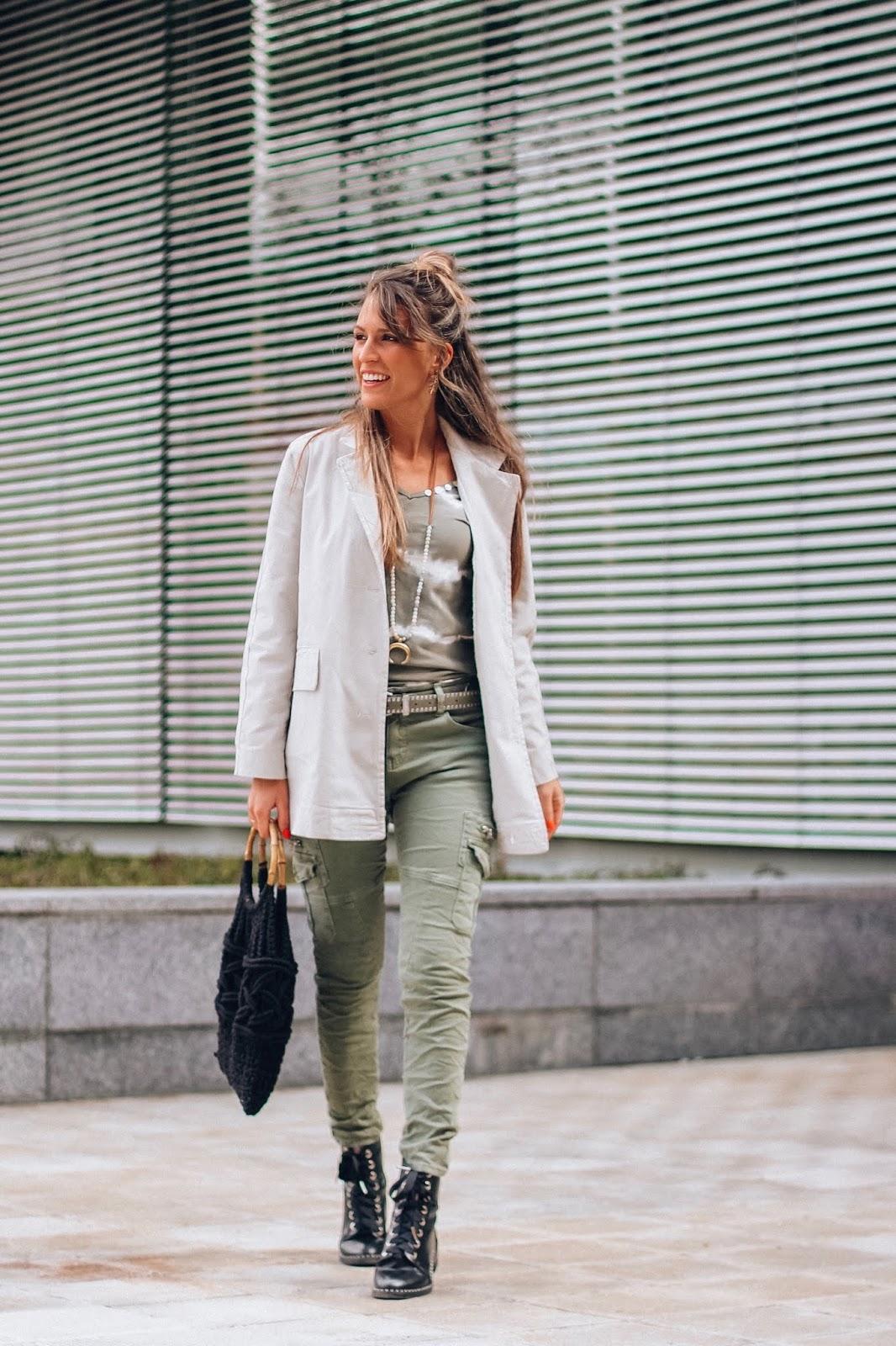 pantalones estilo militar