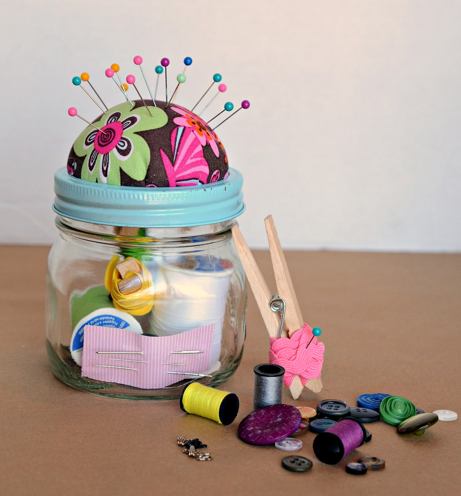 Homemade Gift Ideas: DIY Sewing Kit Gift In A Jar