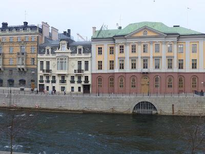 ny gnugga och bogsera liten nära stockholm