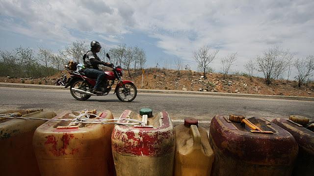 La crisis, otra mercancía más: cómo desangra a Venezuela el contrabando en la frontera con Colombia