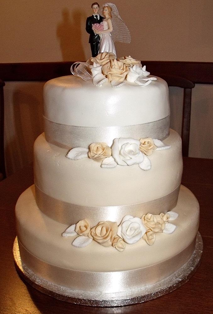 esküvői emeletes torta Citromhab: Emeletes torta esküvőre esküvői emeletes torta