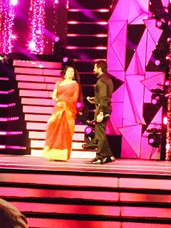 Surya recieving best actor award filmfare 2017