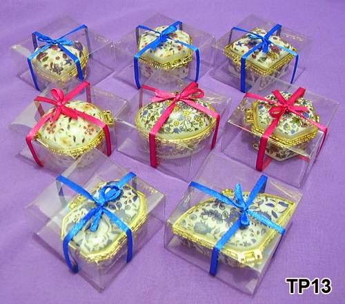 souvenir kotak perhiasan keramik,souvenir kotak perhiasan murah,souvenir kotak perhiasan kayu,harga souvenir kotak perhiasan,harga souvenir tempat perhiasan,harga souvenir pernikahan kotak perhiasan