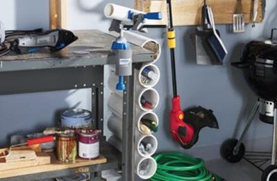 Pipa PVC (paralon) untuk merapikan alat kerja di garasi