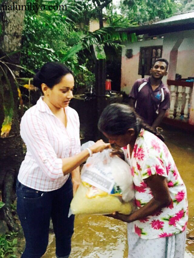 Sri lankan actress Janaki Wijerathne helping out flood victims Charity and donations