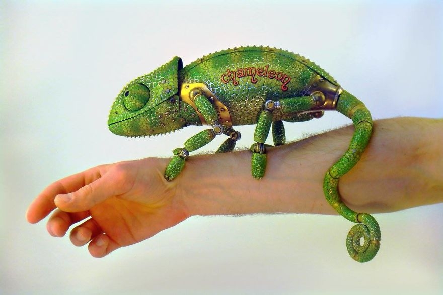09-Chameleon-Igor-Verniy-Recycled-and-Upcycled-Animal-Steampunk-Sculptures-www-designstack-co