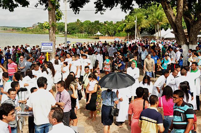 Resultado de imagem para Batismo do Centenário reúne mais de 2 mil cristãos na Lagoa de Extremoz