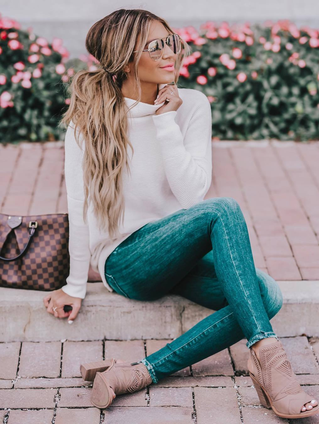 what to wear this fall / white sweater + skinnies + bag + boots