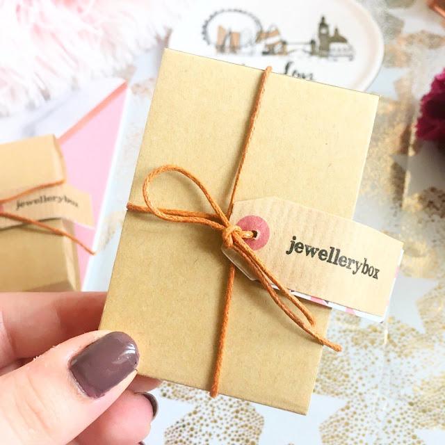 Flatlay, jewellerybox packaging