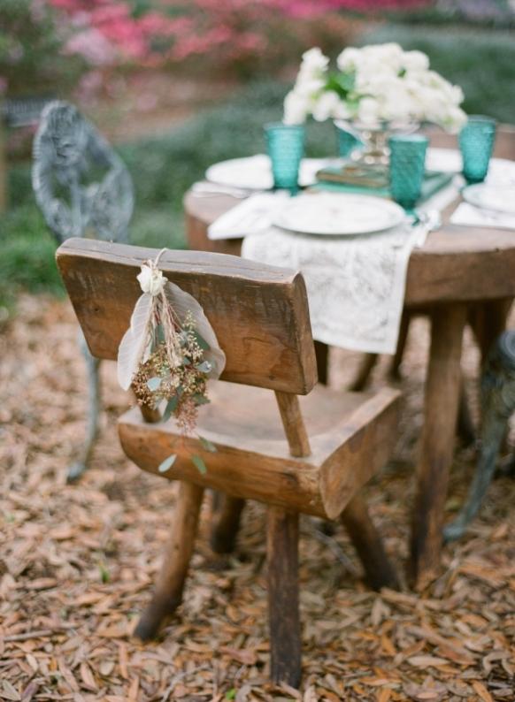 muebles de troncos para boda en el campo