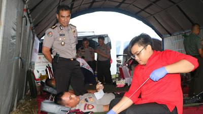 Personel TNI-POLRI Ikuti Aksi Donor Darah yang diselenggarakan oleh RRI Banten.