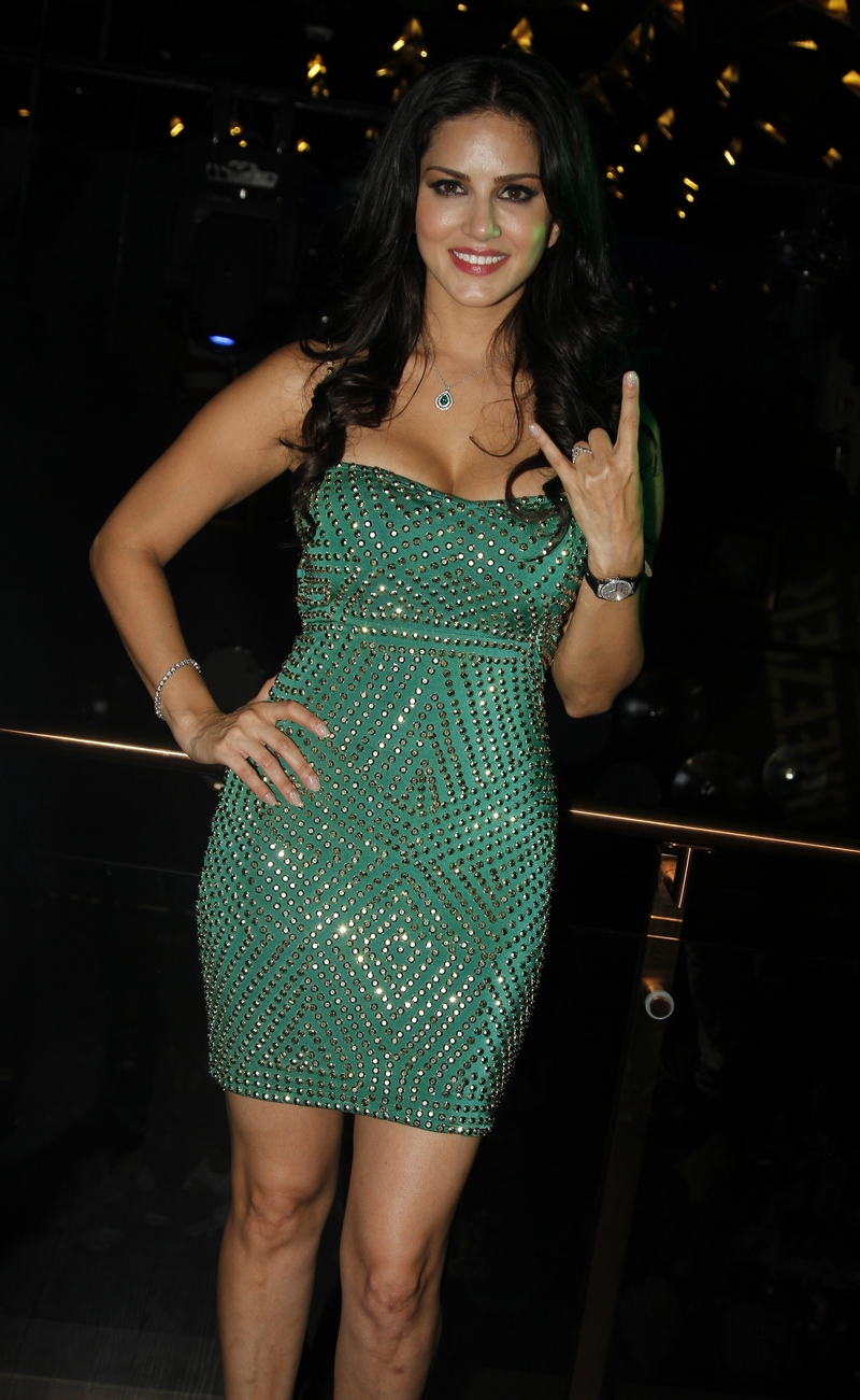 Film Actress Sunny Leone Hot Images In Green Top
