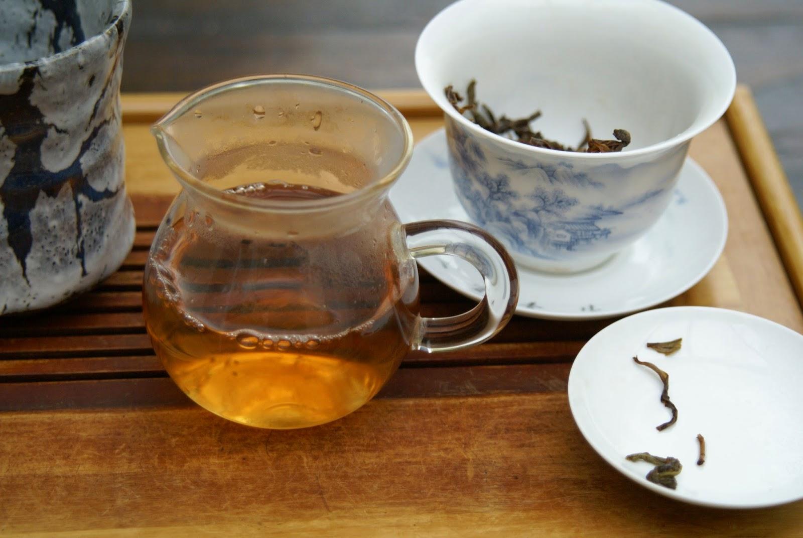 thé et céramique : gaiwan en porcelaine à décor blanc bleu