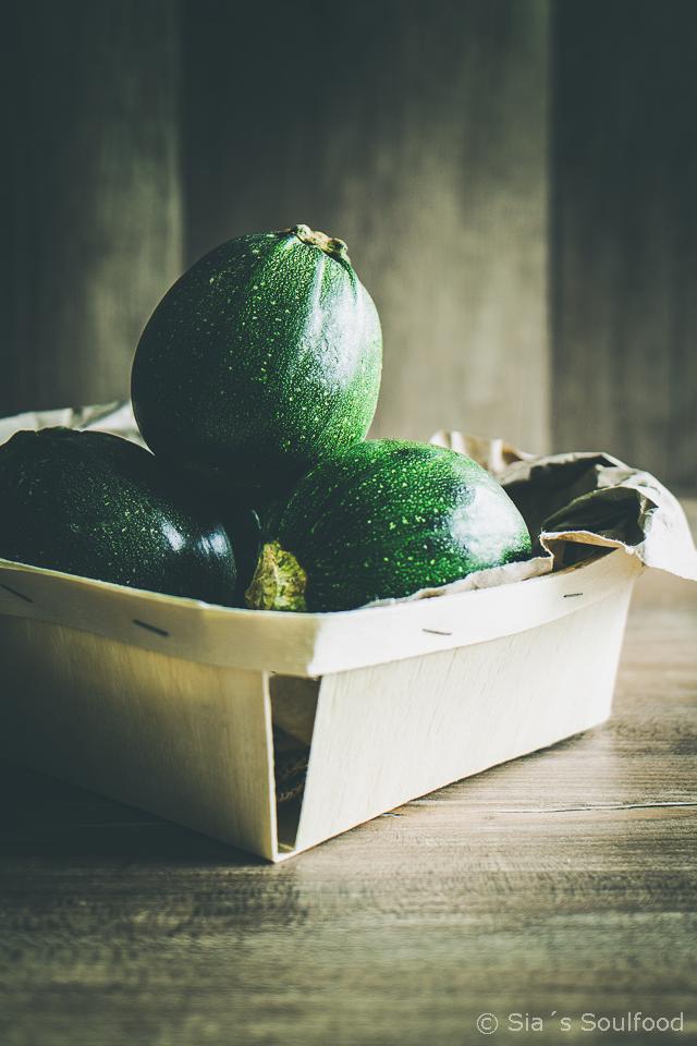 Gefüllte runde Zucchini
