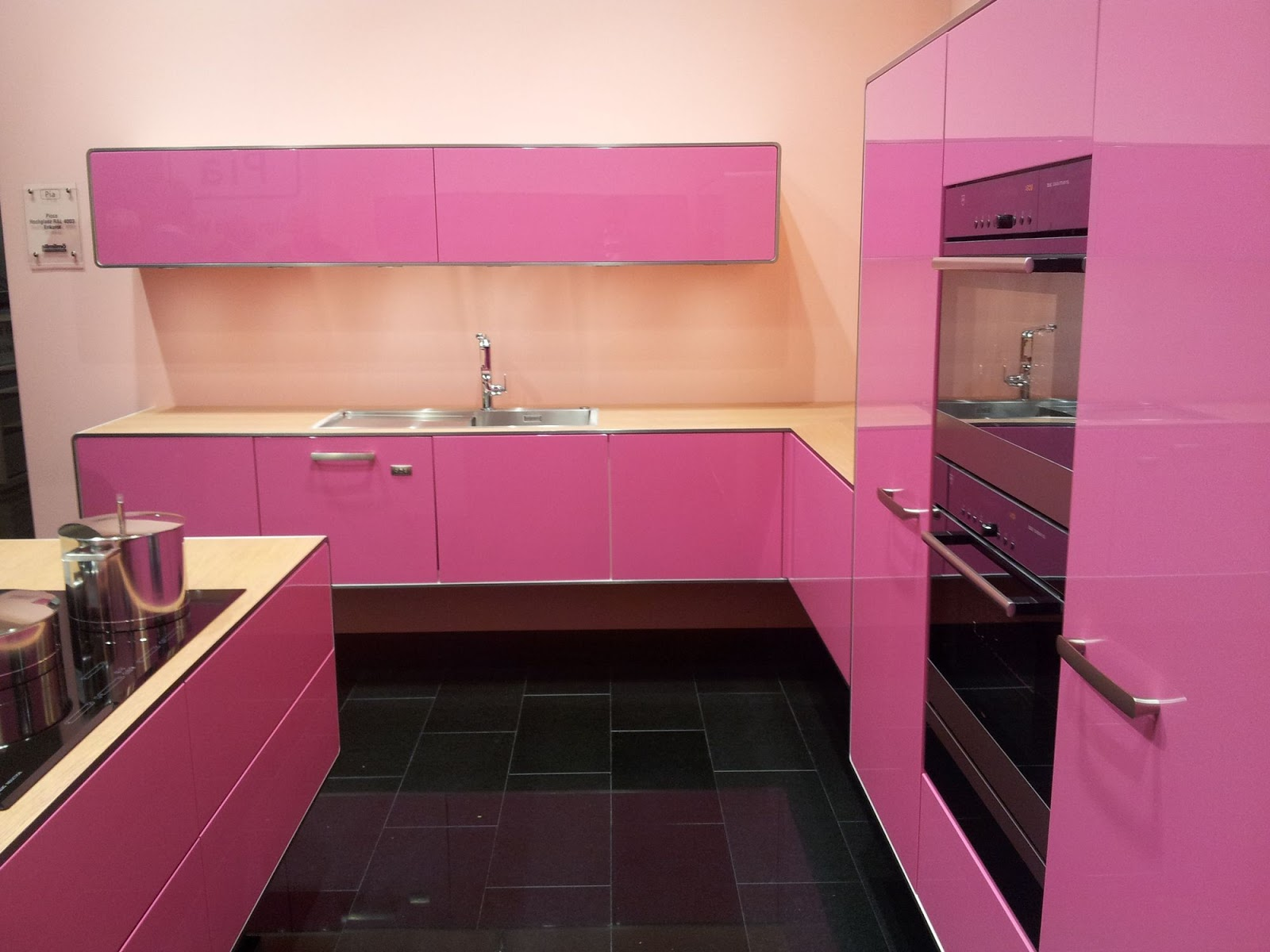 Decoration and ideas pink kitchen decoration for Kitchen set q line