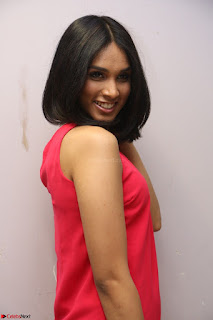 Spatika Surapaneni in Red Tight Dress at FBB Miss India 2017 finalists at Telangana auditions Feb 2017 (44).JPG