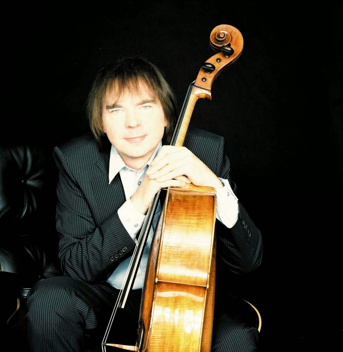 Julian Lloyd Webber photo credit Simon Fowler