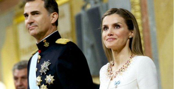"""Condena de 240 euros al tuitero que se """"cagó"""" en el rey Felipe VI y la reina Letizia"""
