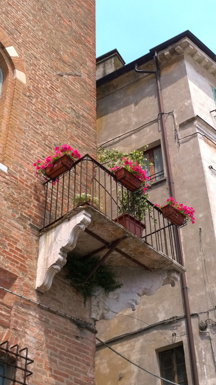 A pretty balcony at Piazza Sordello