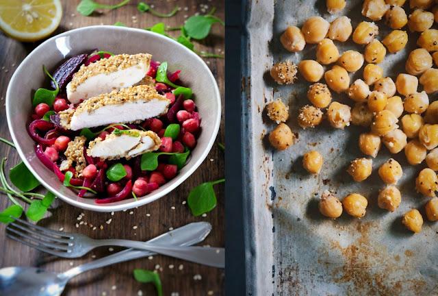 Rote Beete-Kichererbsen-Gemüse mit Hähnchenbrustfilet in Sesamkruste