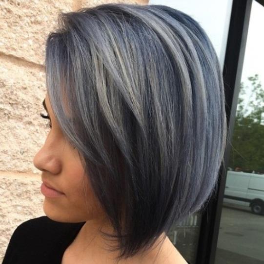 Secciones cerca cortadas pueden trabajar con cualquier corte de pelo ya sea largo, corto o en algún lugar entre. Este bob recta es un ejemplo de ello.