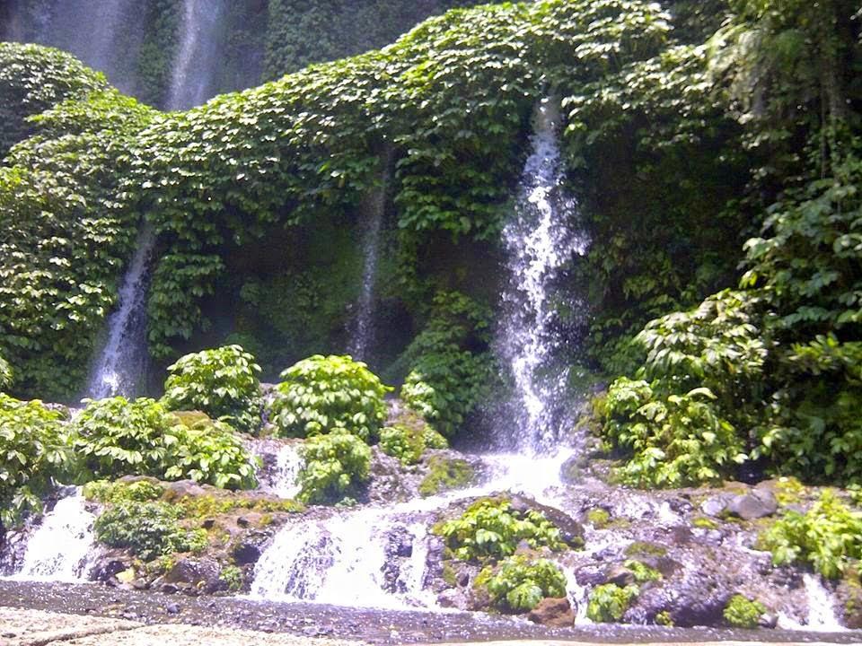 http://roniardy.blogspot.com/2015/03/2-air-terjun-terbaik-lombok-tengah.html