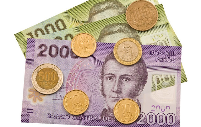 Dinheiro vivo e pesos chilenos em espécie
