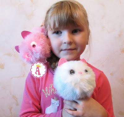 Квин Элис Тойс (Алиса) с игрушками Pomsies