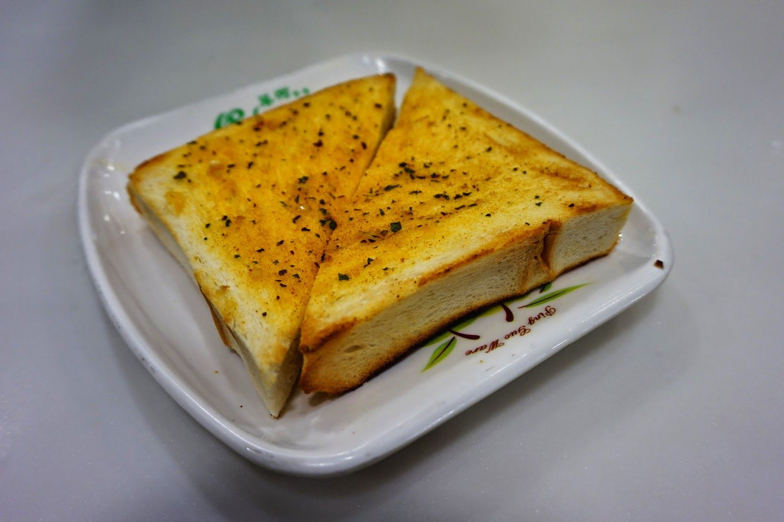 山區裡的走走趯趯: 翠河餐廳 Green River Restaurant:我的星期六美孚早餐 ~ 乾翠俐落