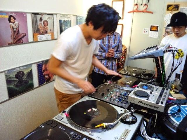 東京都世田谷区にあるVIBESRECORDS DJスクールで開講中のレッスンの模様です!