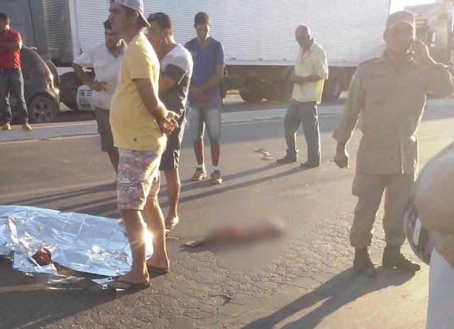 Carreta avança sinal vermelho e estraçalha motociclista na BR 364 em Ji-Paraná 🔴 MAGENS BRUTAIS 🔴
